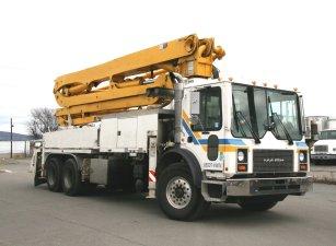 2005 Mack MR688S concrete pump truck