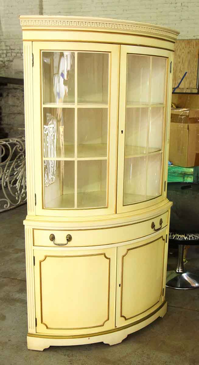 Etonnant French Country Corner Cabinet With Curved Glass Front