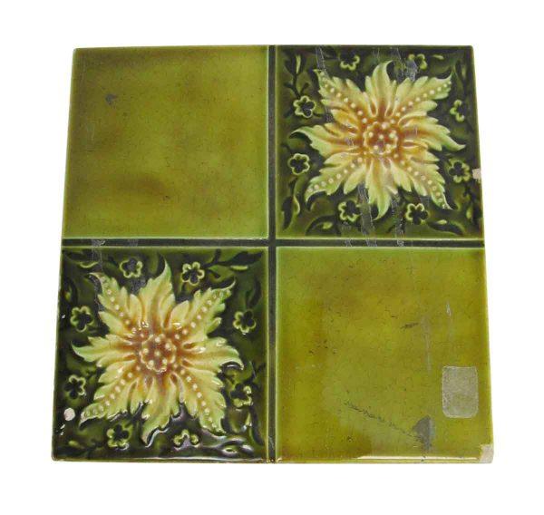 Green Four Fold Floral Tile