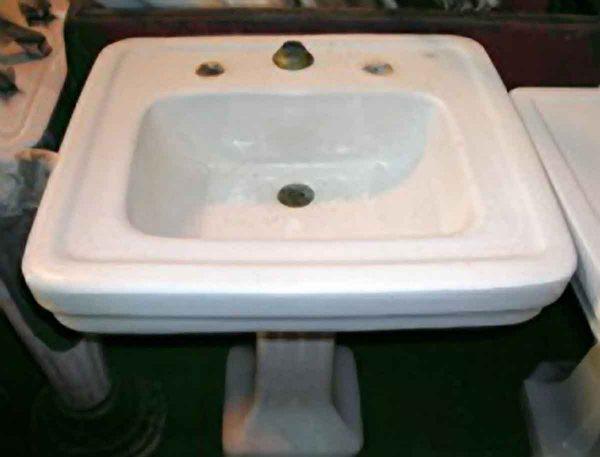 Porcelain Pedestal Sink with Fluted Base - Bathroom