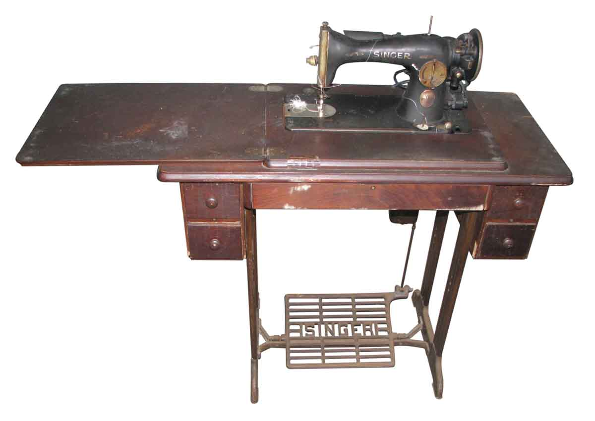antique singer sewing with machine table olde good things. Black Bedroom Furniture Sets. Home Design Ideas
