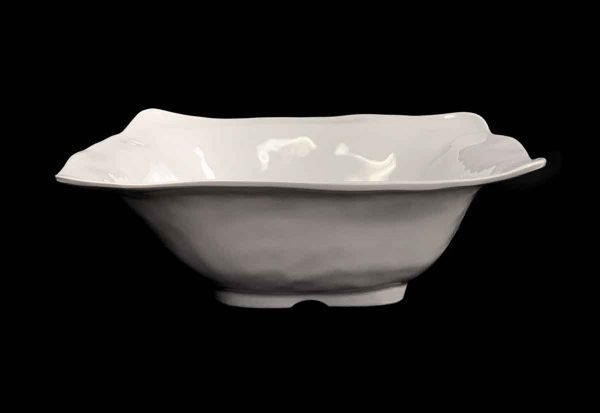 Waldorf Astoria - Q Squared 16 in. Ruffled White Melamine Square Serving Bowl